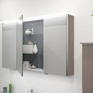 Den passenden Spiegelschrank in der Highline Ausführung finden Sie ebenfalls mit 4 mm Glasaufdopplung und Alu-Profil. Das LED-Acrylboard sorgt für eine optimale Beleuchtung sowie im als auch am Spiegelschrank. Zur Ausleuchtung des Waschtisches finden Si
