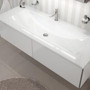 Glaswaschtisch 136 cm mit 4 mm Glasfronten in Weiß glänzend. Optional können Sie Ihren Waschtischunterschrank um die passenden Facheinteilungen und Anti-Rutschmatten erweitern.